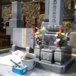 法名彫り工事中です(加賀市上野町墓地にて)