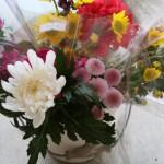 今日は新盆です。お花立の修繕です。