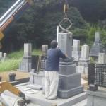 墓石工事中です(加賀市岡町墓地にて)