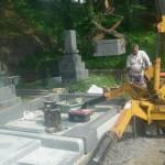 墓石工事中です(加賀市別所町にて)