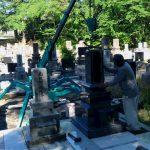 墓石建立中です(加賀市上野町、別所町にて)